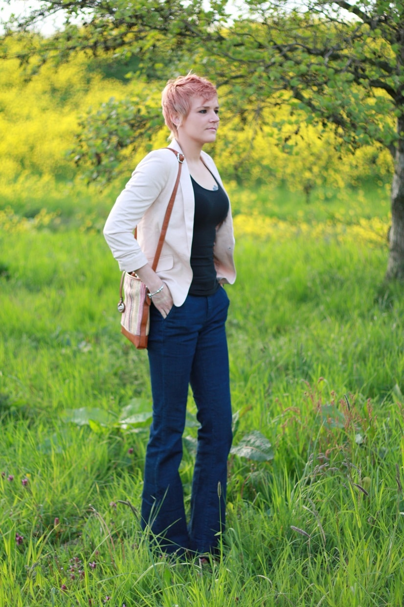 flared jeans outfit