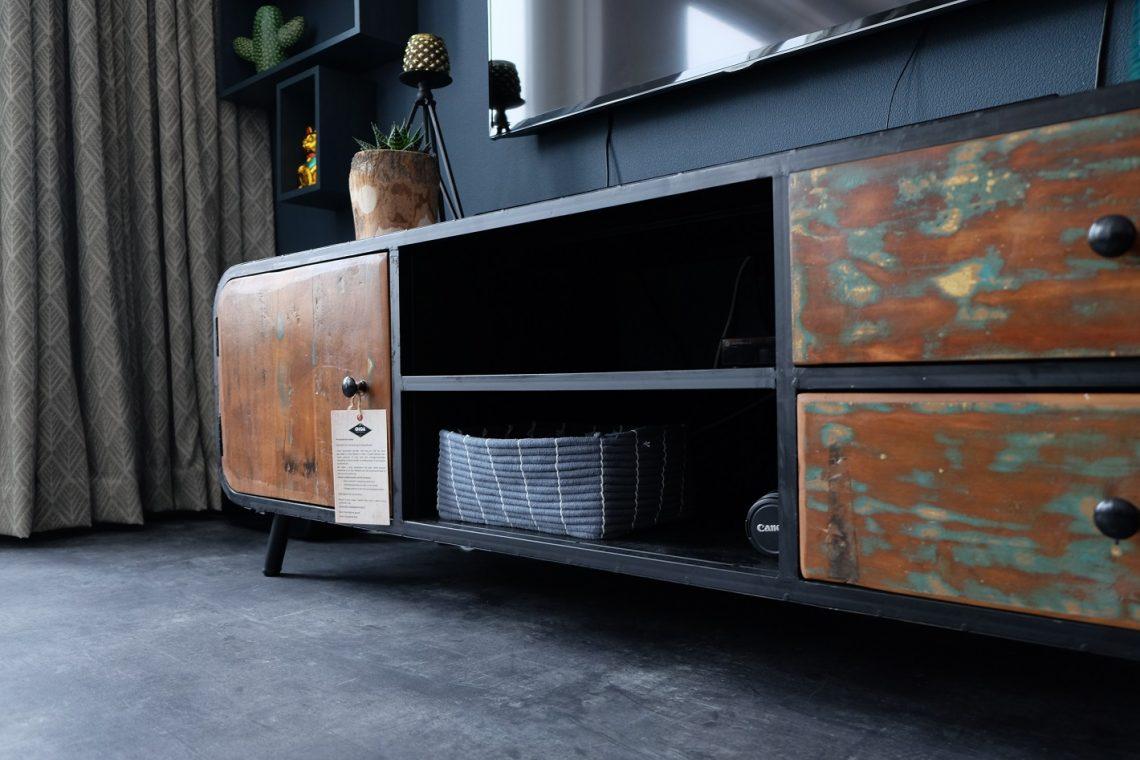 Woonkamer Tv Kast : Industriële tv kast en veel planten onze woonkamer zosammieenzo