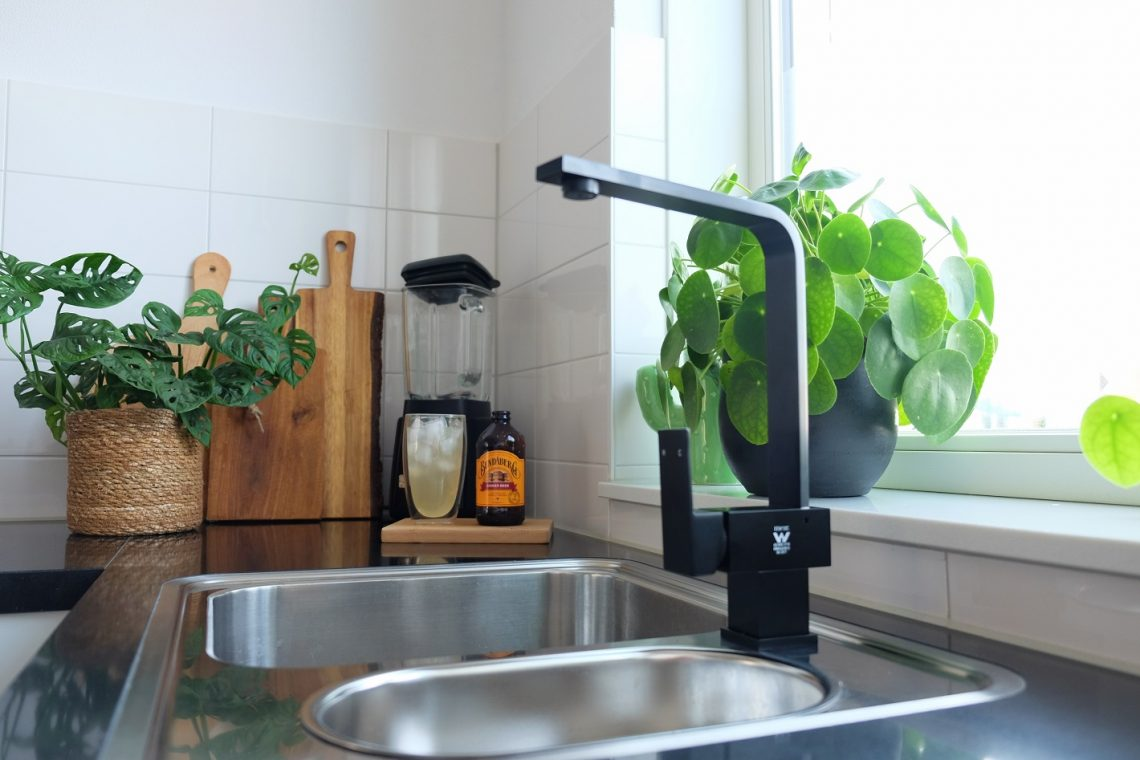 Mat Zwarte Kranen : Zwarte kraan kleine keuken update zosammieenzo